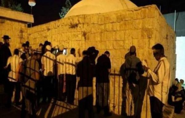 مستوطنون يقتحمون منطقة حرم الرامة بمدينة الخليل