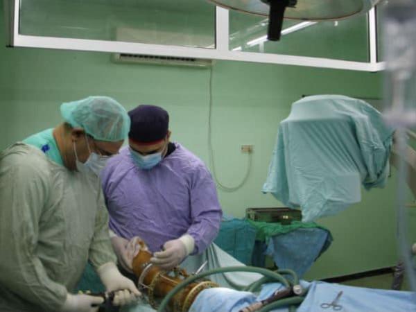 """""""البرش"""" يُثمن جهود الوفد الطبىي المصري بإجرائه عمليات كبرى"""