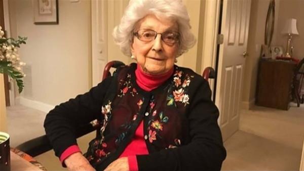 معمرة أمريكية عمرها 101 عام وتعمل بدوام كامل   9998999561