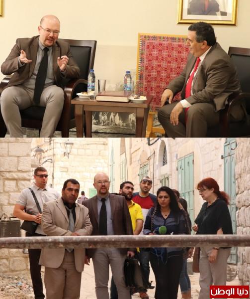 """رئيس بلدية بيت لحم و""""نائب السفير الروسي""""يعرضان تفاصيل مشروع تأهيل شارع النجمة"""