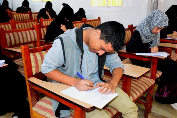 القائم بأعمال رئيس جامعة عدن يدشن آخر امتحانات القبول