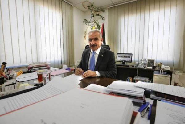 اشتية يدعو لتعزيز المشاريع التنموية والمساعدات الإنسانية لقطاع غزة