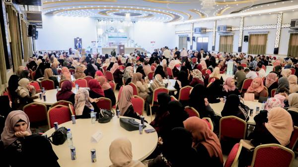 غزة: توقيع عقود عمل لـ 400 خريج وخريجة