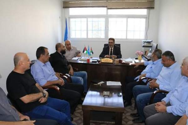 """""""اللجنة الشعبية للاجئين""""بمخيم جباليا تعقد لقاء برئيس مكتب (أونروا)"""
