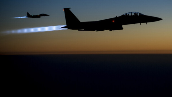 القوات الأمريكية تُدمر مستودع لذخيرتها ومعداتها العسكرية بسوريا