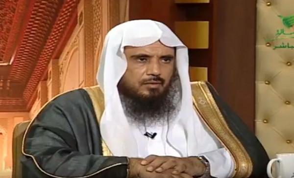 الشيخ الخثلان يوضح حكم الصدقة لمَن عليه دَين