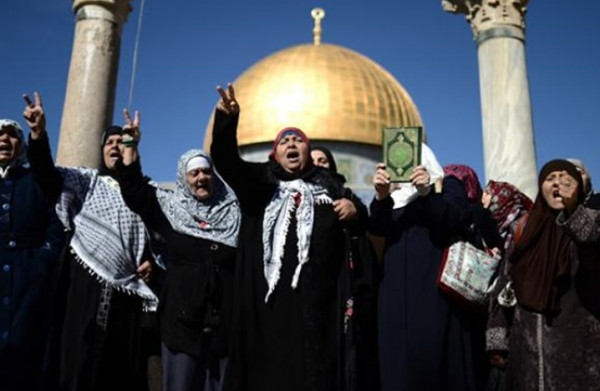 حماس تندد بإعتقال ثلاث نساء من (الأقصى)وتناشد الأطراف المعنية بالتدخل لإطلاق سراحهن
