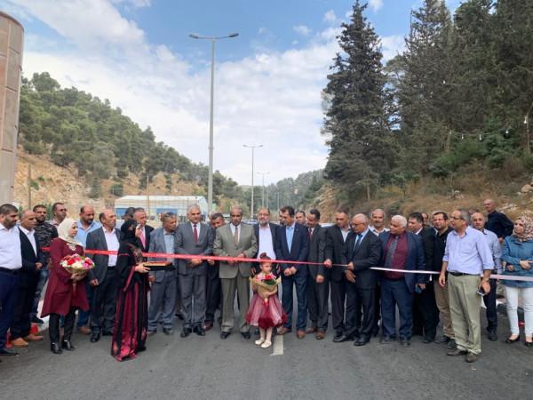 بتمويل من الحكومة الفلسطينية بـ(2.2) مليون شيكل.. زيارة يفتتح طريق (وادي القف)