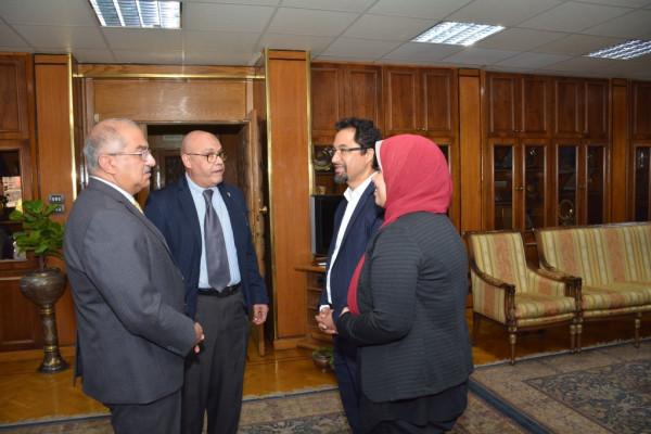 رئيس جامعة أسيوط يُعلن عن تطوير وحدة الحروق بالمستشفى الجامعي