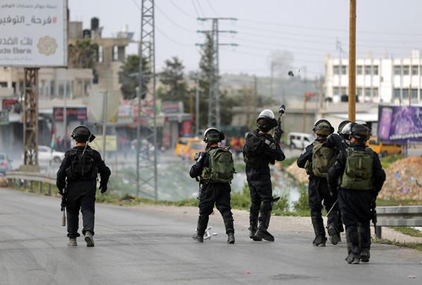 الاحتلال الإسرائيلي يغلق مدخلي بلدة كفل حارس شمال سلفيتّ ببوابة حديدية