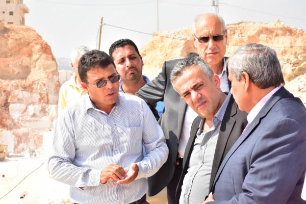 بلدية يطا تستقبل وزيري الأشغال العامة والريادة والتمكين