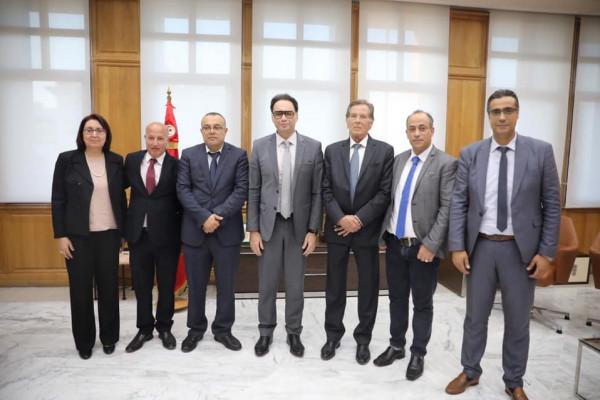 أبو سيف يبحث ونظيره التونسي أفق التعاون