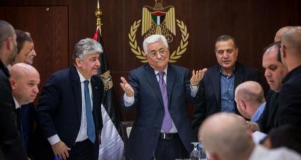 الديمقراطية تُطالب بالكشف عن الوزراء الذين التزموا بقرار إعادة الأموال لخزينة السلطة