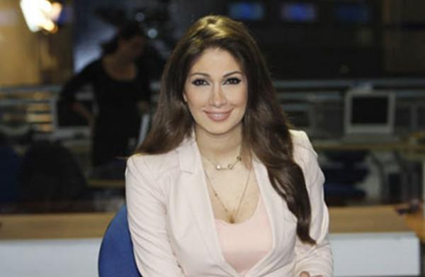 """فيديو: الإعلامية """"ديما صادق"""" تغادر المستشفى وتنضم للمتظاهرين"""