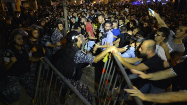 الأورومتوسطي: على الأمن اللبناني احترام حق المتظاهرين في التجمع السلمي