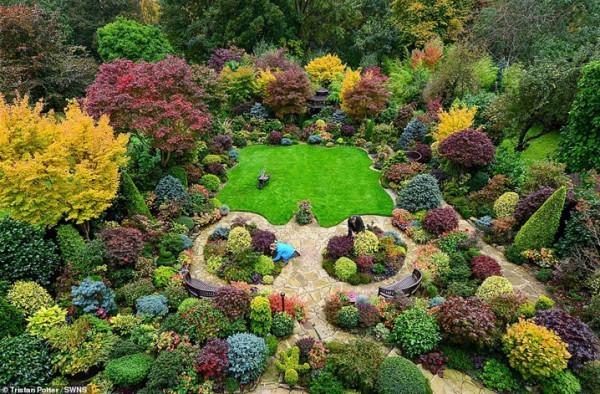 زوجان يقضيان 37 عاما في تزيين حديقتهما  9999000254