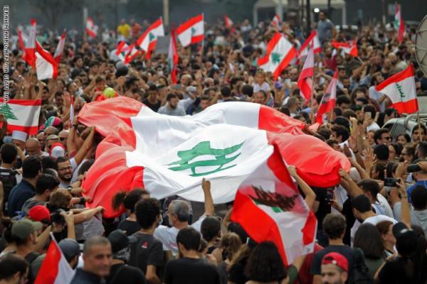 الجيش اللبناني يُوجه دعوة للمتظاهرين والحريري يُجري اتصالات مكثفة