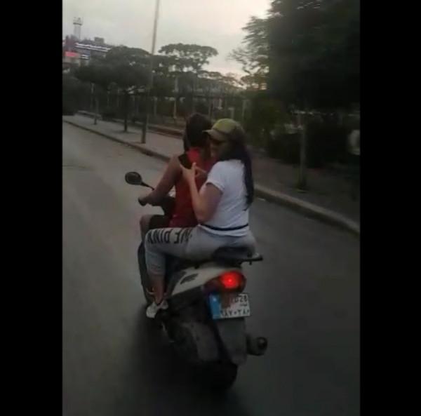 """""""مي حريري"""" تستقل الدراجة النارية للوصول إلى مطار رفيق الحريري الدولي"""