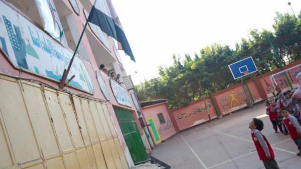 استبعاد مديرة مدرسة بعد نسيانها تلميذًا داخل أسوارها بعد انتهاء الدوام بمصر