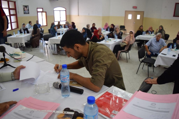 جمعية الهلال الأحمر لقطاع غزة توقع عقود عمل لـ(110) مستفيد (خريجين وعمال)