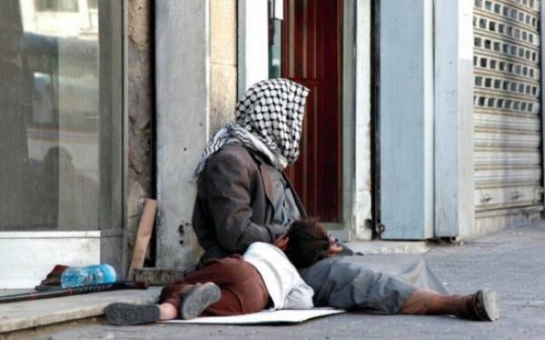 """التنمية بغزة: التسول بالقطاع أصبح مهنة والمتسولون """"عصابات وجماعات منظمة"""""""