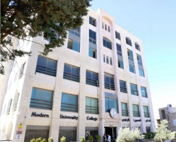 قسم الصحافة والإعلام في الكلية العصرية الجامعية  يستضيف الإعلامي نائل الشيوخي