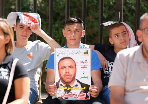 تراجع الحالة الصحية للأسيرين المضربين إسماعيل علي وطارق قعدان