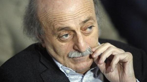 جنبلاط ينفي طلبه من وزراء حزبه الاستقالة من حكومة الحريري