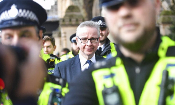 """تجدد أزمة بريكست والحكومة البريطانية تؤكد: """"سنغادر هذا الشهر"""""""