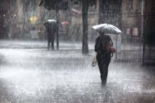 زخات متفرقة من الأمطار.. هذه توقعات الحالة الجوية ليوم غد