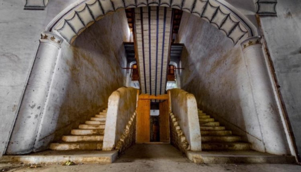 قصر حجري غرب المملكة لم تتغير ألوانه منذ 100 عام