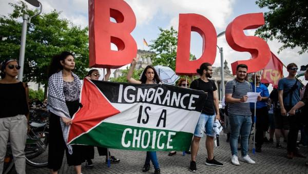 إسرائيل تستعين بمنظمات يمينية مُتطرّفة وترصد مبالغ طائلة لمُحاربة حركة المقاطعة