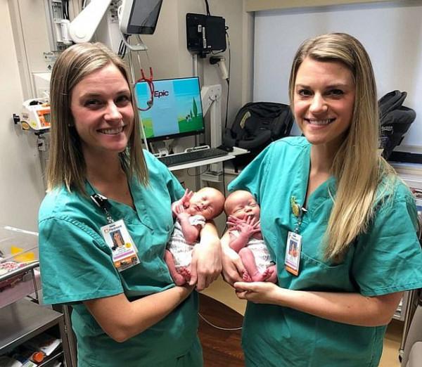ممرضتان توأم تشاركان في عملية ولادة توأم متماثل