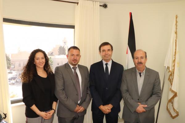 حنانيا يستقبل نائب رئيس بلدية شارتر لبحث سبل التعاون المشترك