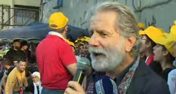 مارسيل خليفة يُفاجئ المُتظاهرين في لبنان.. كيف تفاعلوا معه؟