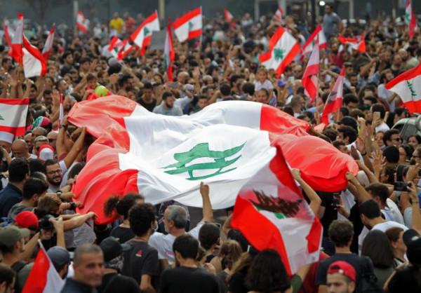 """بعد إعلان الحريري """"الورقة الإنقاذية"""".. المحتجون يُطالبونه بالرحيل"""