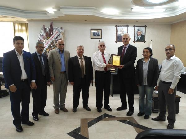 وفد من هيئة الإذاعة والتلفزيون يُهنئ رئيس جامعة الأزهر بغزة