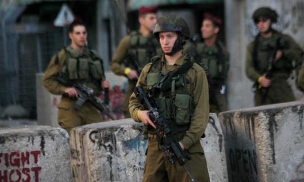 الاحتلال يعتدي بالضرب على شاب ويُصيب آخر بحروق في العيسوية
