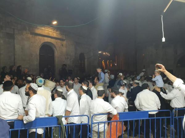 شاهد: آلاف المستوطنين يشاركون في طقوس ورقصات في مدينة القدس
