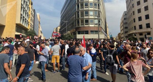 """لليوم السادس.. بدء توافد المتظاهرين إلى ساحة """"رياض الصلح"""" في بيروت"""