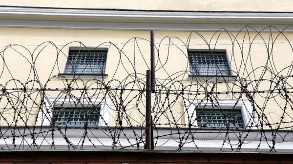 3 أعوام سجنا لرجل مصاب بالإيدز عض ضابط شرطة