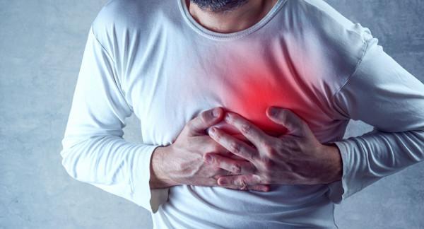 تعرف على 8 علامات يرسلها الجسم قبل النوبة القلبية