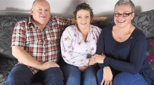 تتغلب على السرطان بمساعدة زوجة طليقها