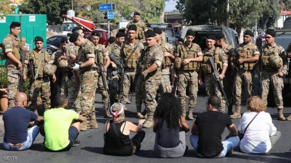 """تواصل الاحتجاجات أمام مصرف لبنان.. وتنديد بـ""""السياسة المالية"""""""