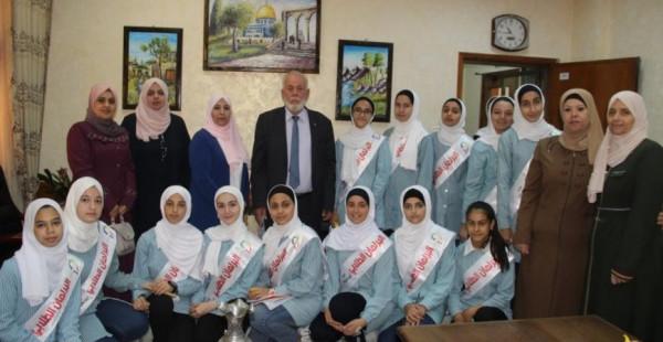 مدير تربية قلقيلية يلتقي البرلمان الطلابي في مدرسة أبو علي إياد