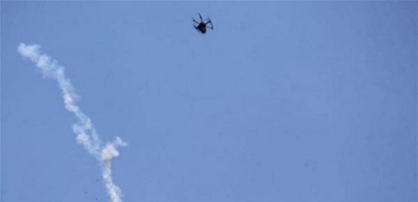 """شاهد: لحظة سقوط طائرة مسيّرة إسرائيلية بـ """"بندقية صيد"""" في لبنان"""