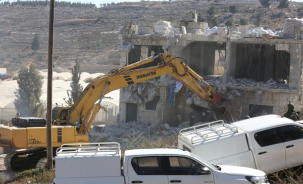 قوات الاحتلال تهدم منزل الشهيد علي خليفة الذي استشهد عام 2011