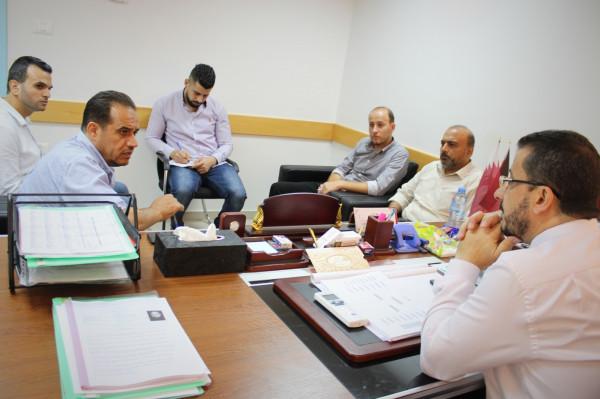 مستشفى حمد وإغاثة فلسطين يبحثان التعاون لتركيب الأطراف الصناعية للأطفال المبتورين