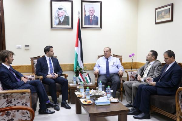 أبو مويس يبحث مع السفير الهنغاري تعزيز مجالات التعاون