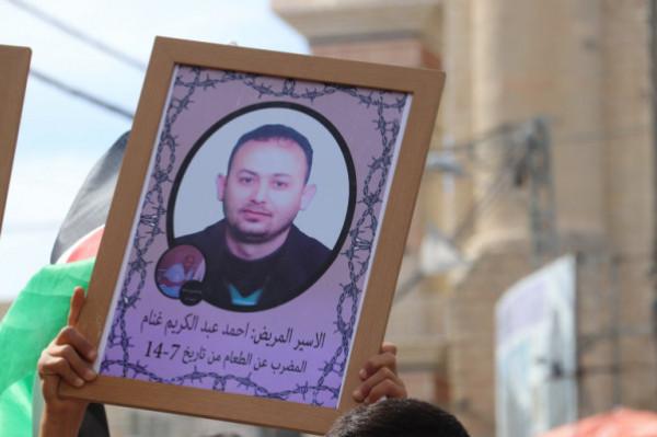 الأسير غنام يعلق إضرابه الذي استمر 102 يوم بعد تحديد سقف لاعتقاله